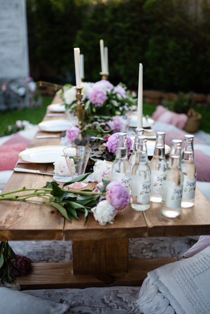 outdoor summer party tablescape