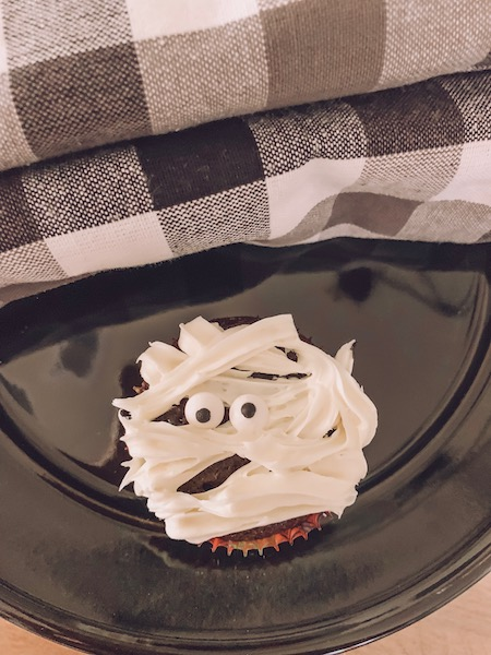 mummy cupcake idea