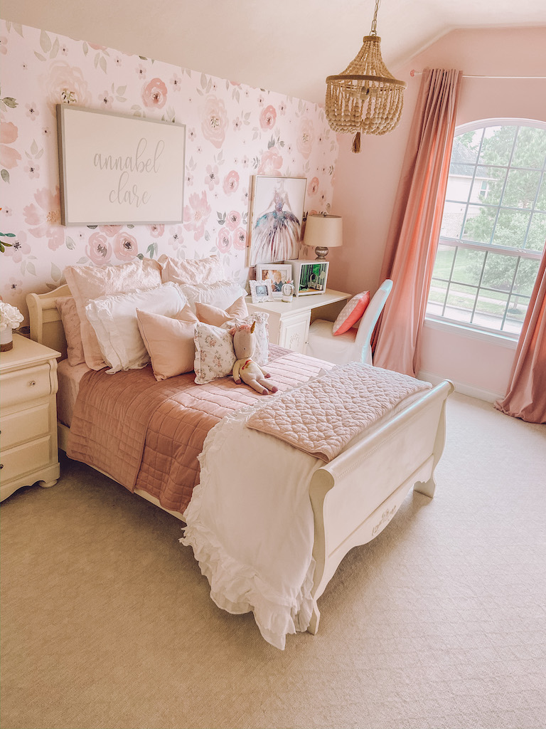 girls bedroom floral decor