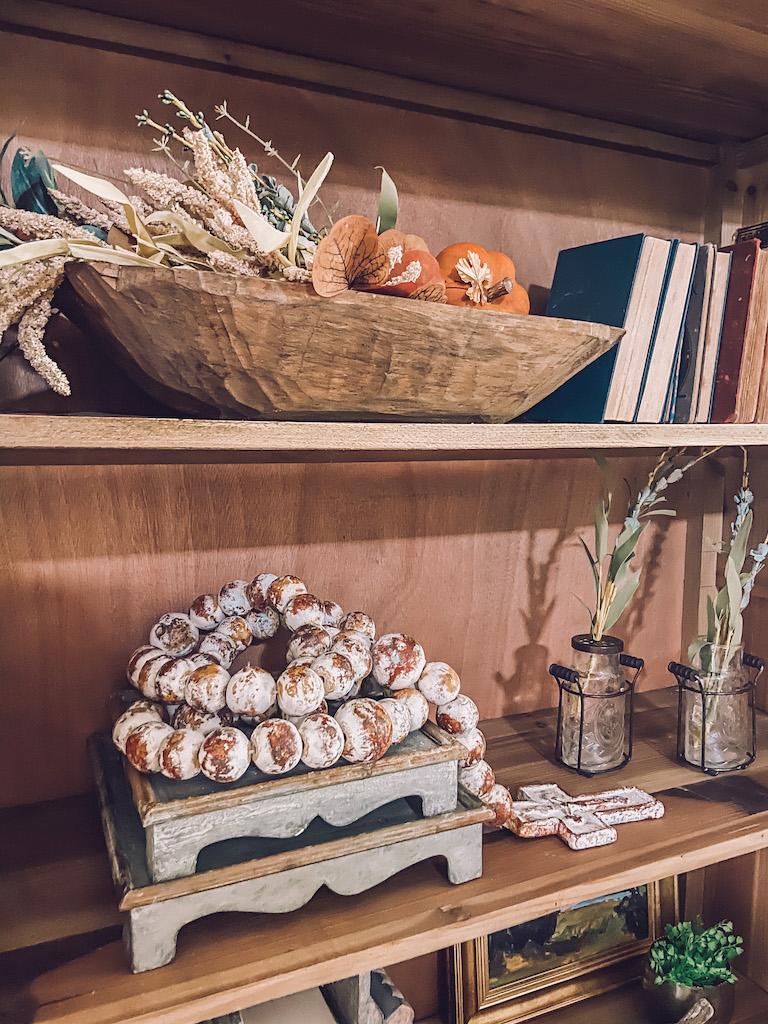 bookcase shelf styling tips