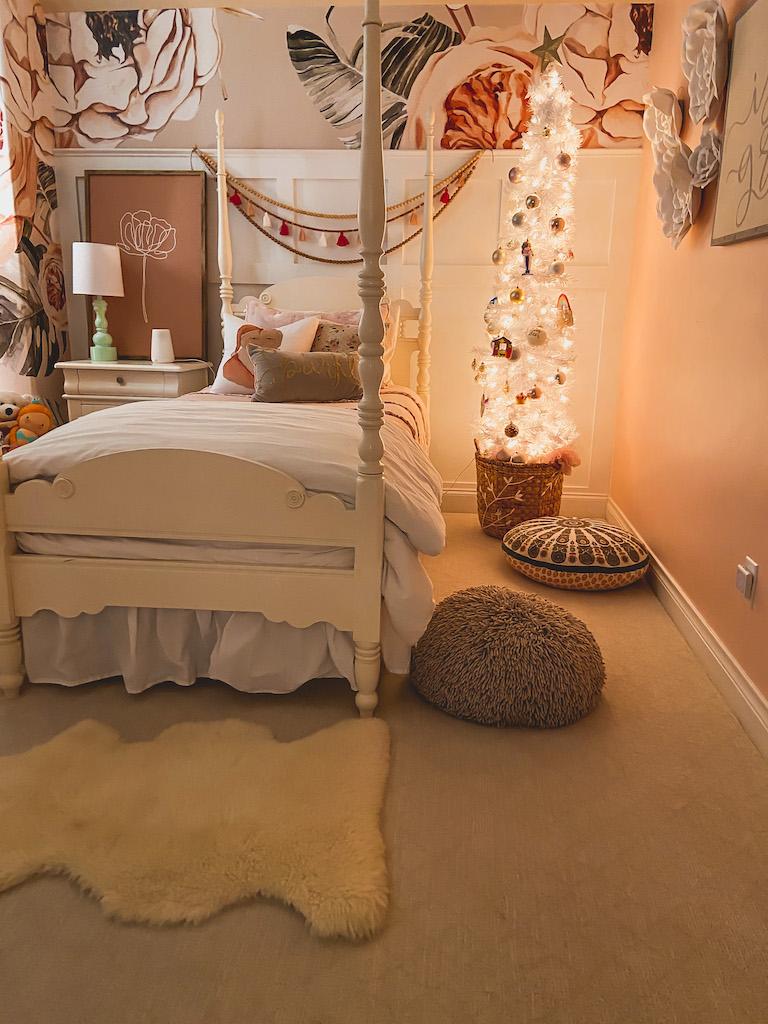 christmas girls room