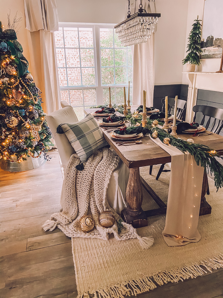 simple christmas table